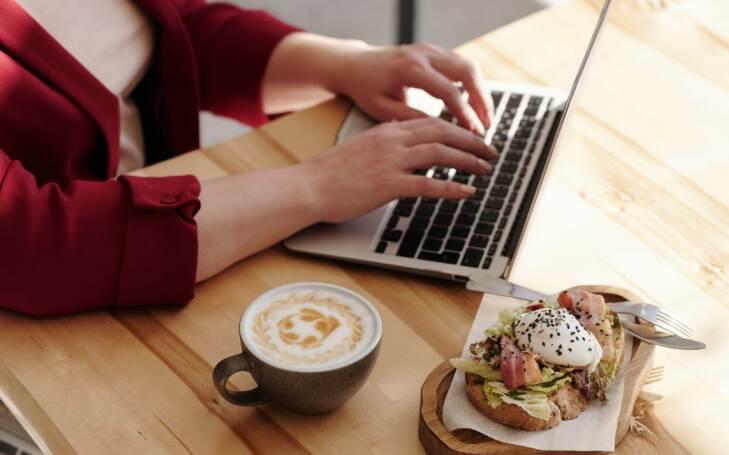 Как да се храним здравословно в офиса?